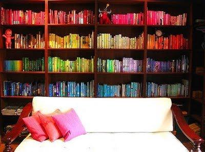 livres-ranges-par-couleurs