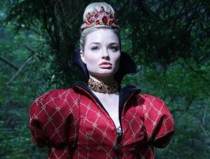 La reine rouge va-t-elle battre Alice ?