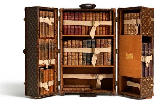 La malle biblioth que objet r ver a livre ouvert - Vieille malle de voyage ...