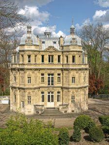 800px-Maison_Dumas_Château_de_Monte-Cristo_01