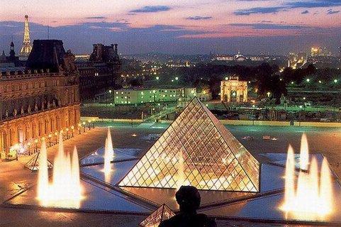 louvre-pyramide-nuit