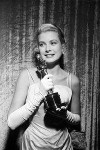 54c15b8e0cf82_-_hbz-award-season-archive-1955-academy-awards-grace-kelly-lg