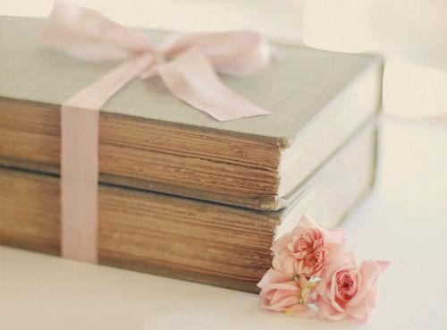 books-roses-Favim.com-641666
